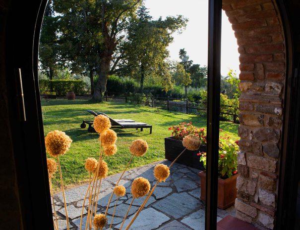 fienile indipendente veduta giardino da interno