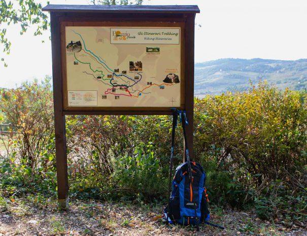 itinerari cartello itinerari zaino