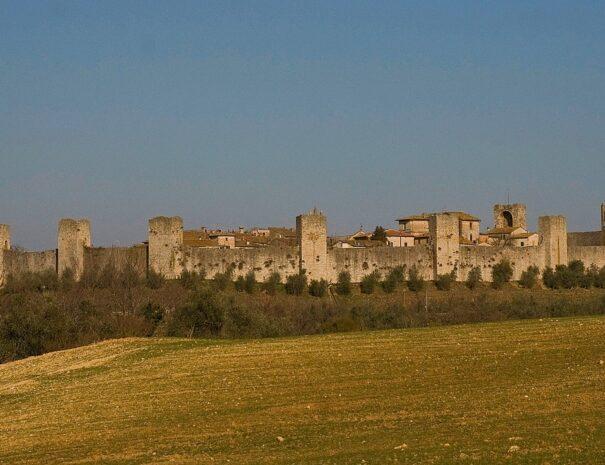 1251px-Monteriggioni-panorama1